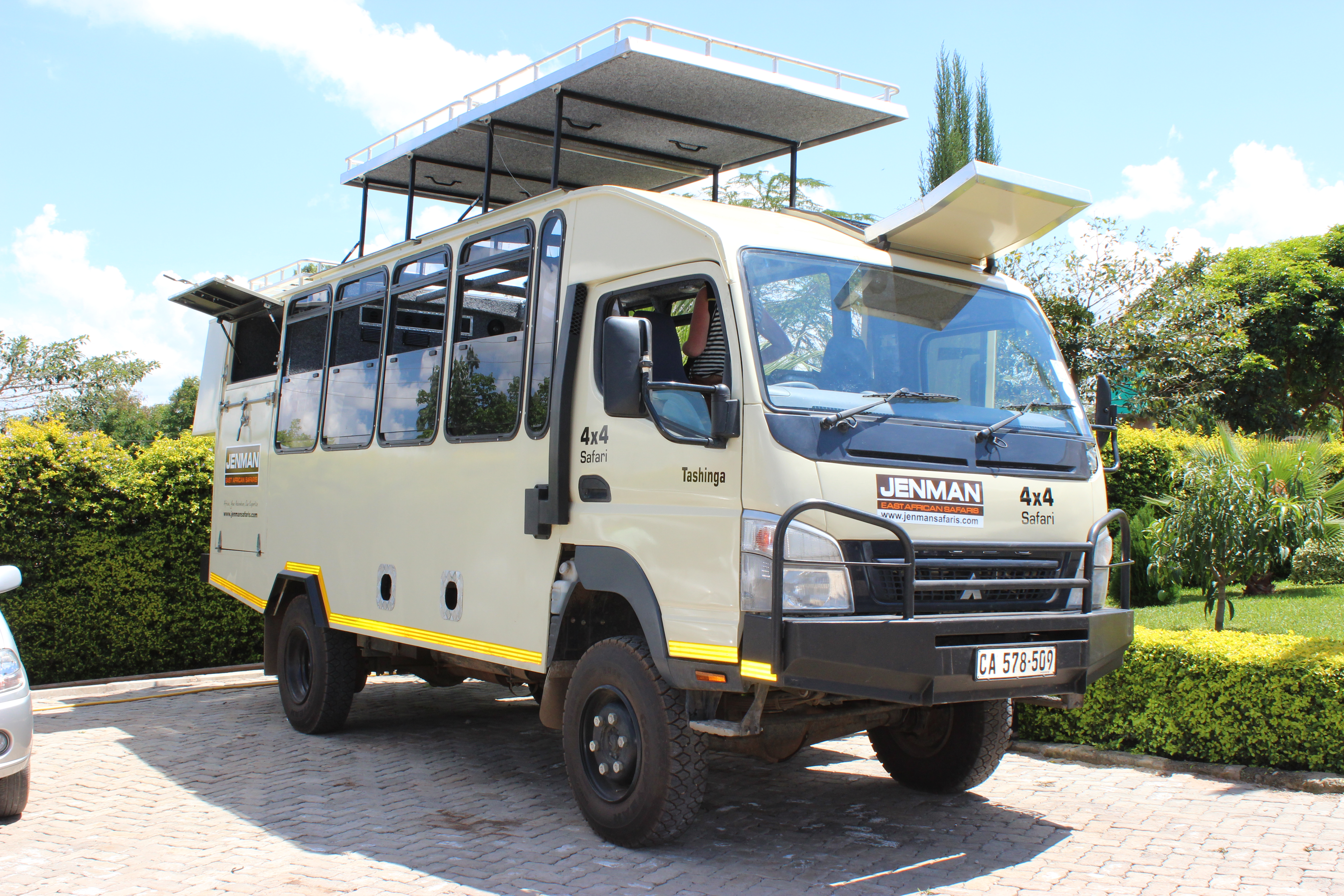 4x4 12-seater
