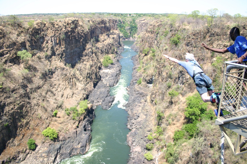 Tourist cheats death after bungee cord snaps in Victoria Falls leap